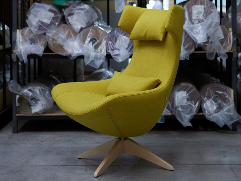 Wing armchair with removable cover with 4-spoke base SELFIE by H&Co