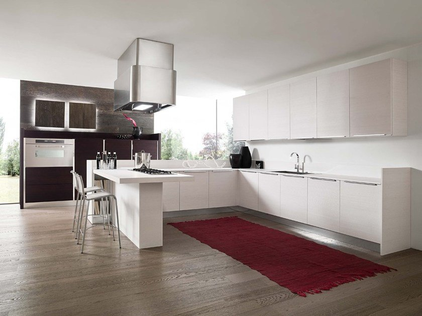 Lacquered kitchen with handles with peninsula SFERA | Kitchen with peninsula by DIBIESSE