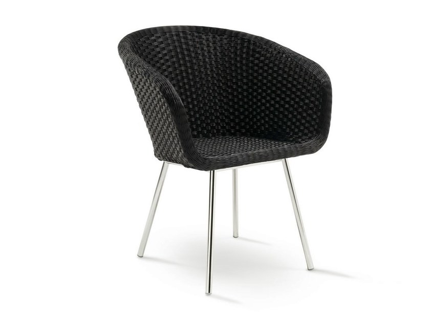 Synthetic fibre garden chair with armrests SHELL CHAIR by FueraDentro