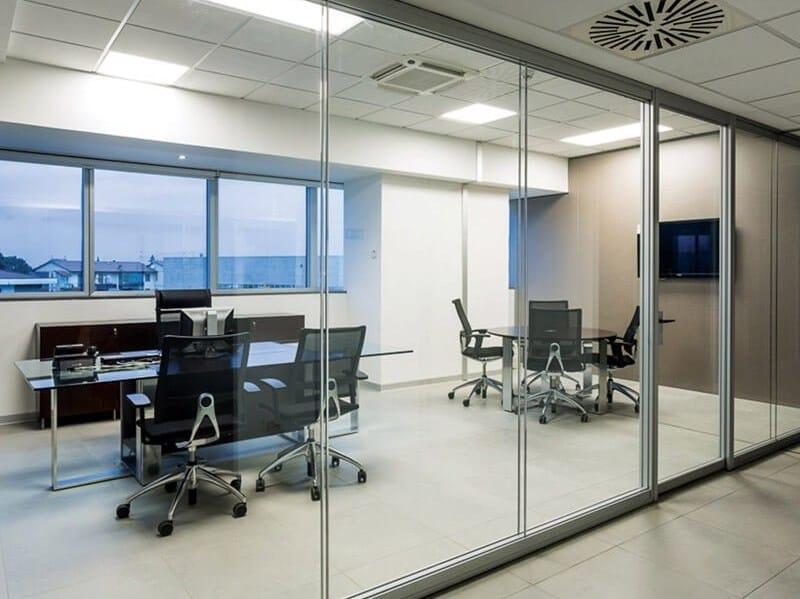 Silentbox tempered glass movable wall by estel group for Escritorio de vidrio