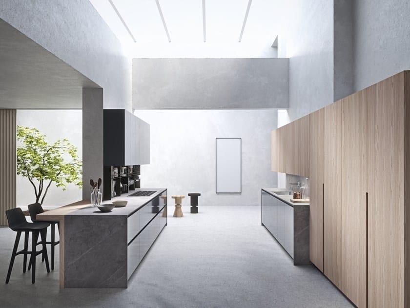 Cucina laccata in legno e vetro con isola SISTEMA 22.2 - AMBIENTE 04 by Alta Cucine
