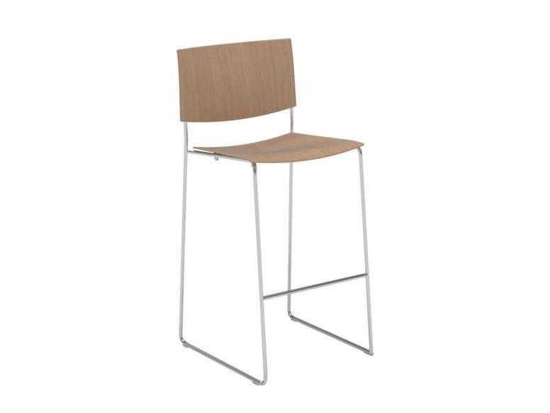 Stackable sled base oak stool with footrest SIT WOOD BQ1209 / BQ1210 | Oak stool by Andreu World