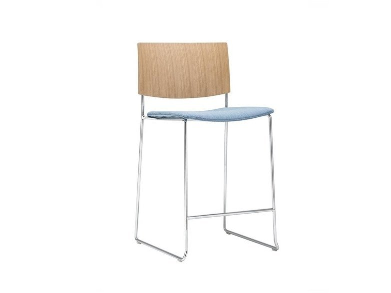 Stackable sled base oak stool with integrated cushion SIT WOOD BQ1209 / BQ1210 | Stool with integrated cushion by Andreu World