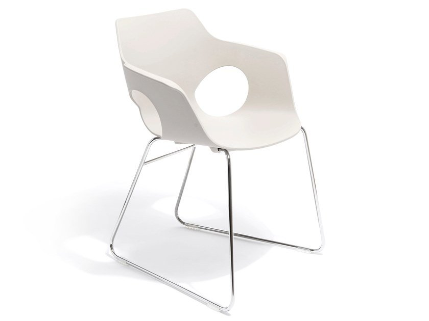 Sled base chair with armrests IOWA | Sled base chair by AP Factor