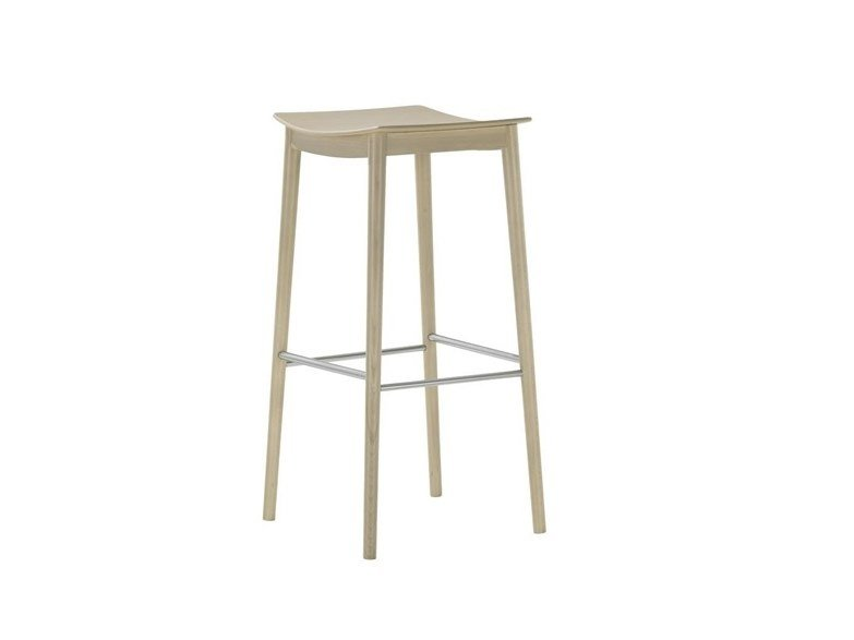 High beech barstool with footrest SMILE BQ0329 / BQ0351 by Andreu World
