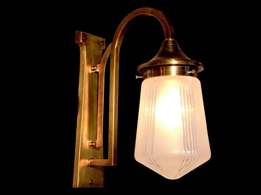 Lampada da parete a luce diretta fatta a mano in ottone SNOOKER III   Lampada da parete by Patinas Lighting