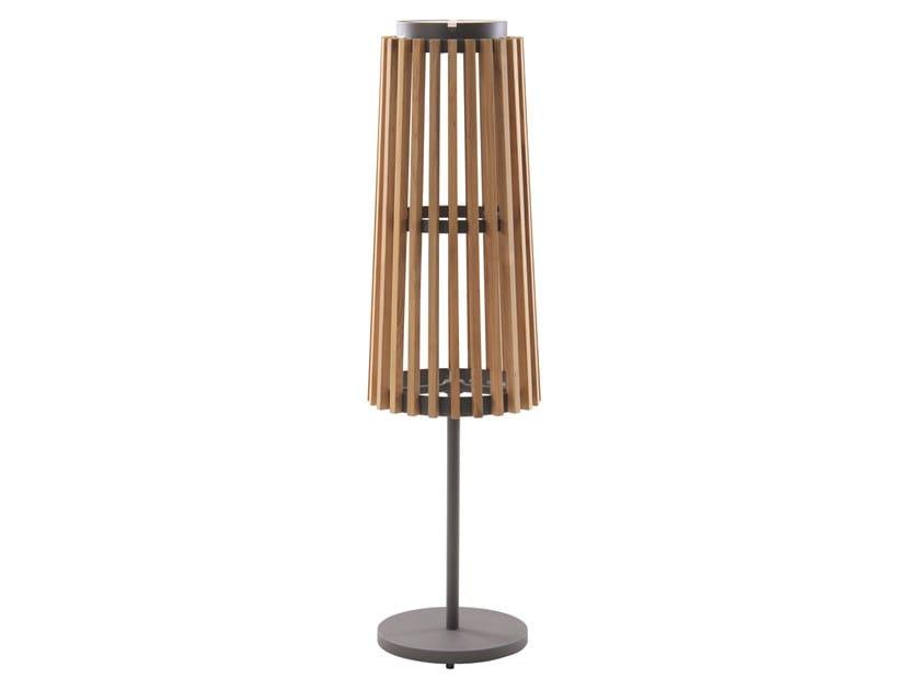Lampada da terra per esterno ad energia solare in teak SOLARE | Lampada da terra per esterno in teak by Unopiù