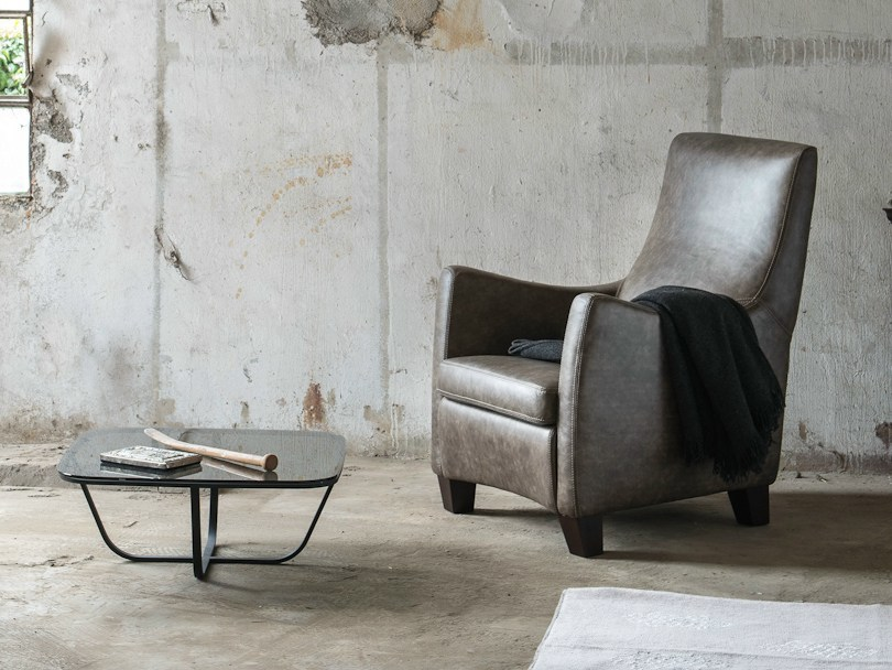 Upholstered armchair with armrests SOLE | Leather armchair by Minimomassimo