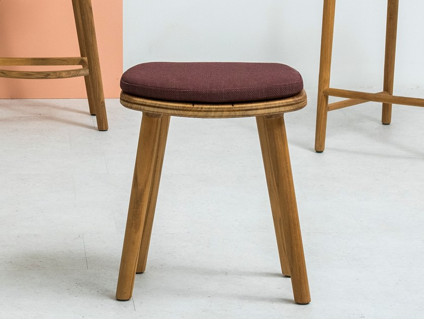 Low teak stool SOLID | Low stool by MANUTTI