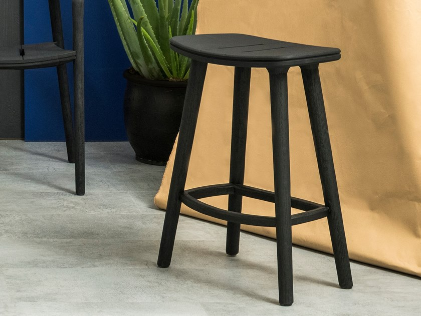 High teak stool with footrest SOLID | Stool by MANUTTI
