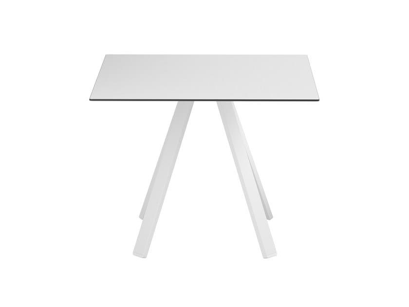 Tavolo quadrato con base a 4 razze VU B/Q 900 by COLOS