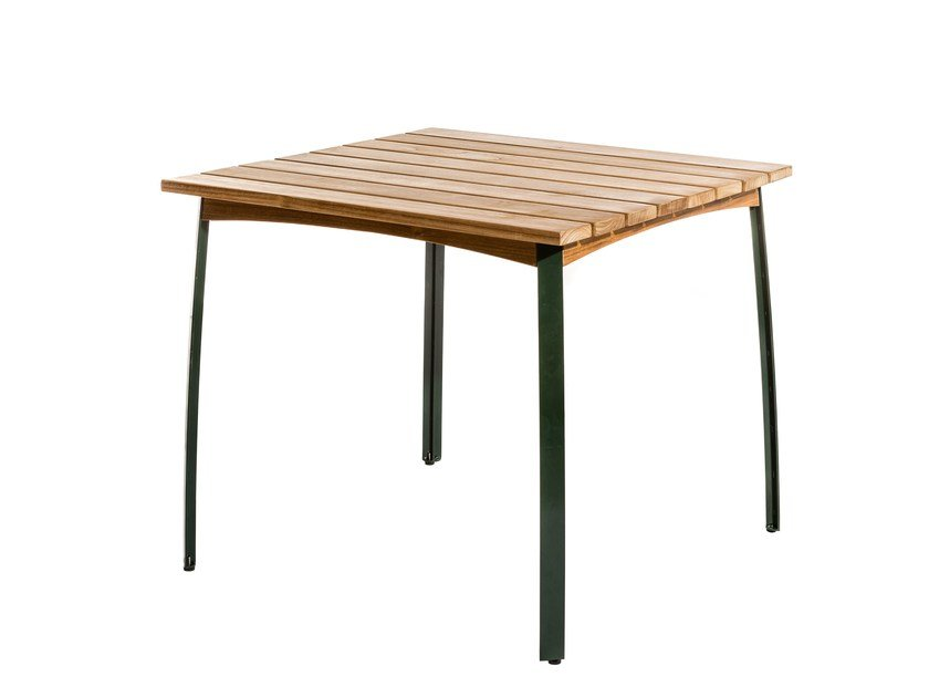 Square garden table KERTEMINDE | Square table by Skargaarden