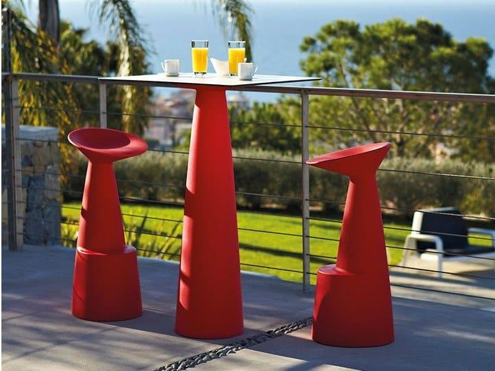 Square polyethylene high table HOPLÀ | Square table by SLIDE