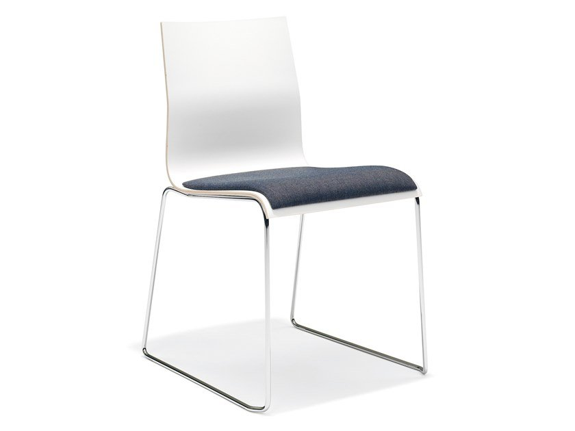 Stapelbarer Konferenzstuhl aus Melamin mit Kufengestell NOA I | Stapelbarer Konferenzstuhl by Casala