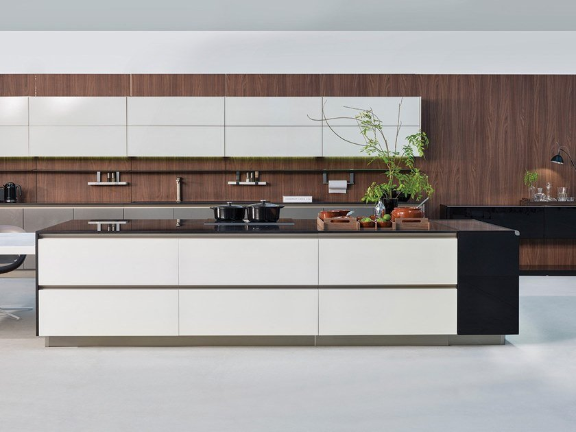 Fitted kitchen with island STRIPE   Kitchen by Ornare