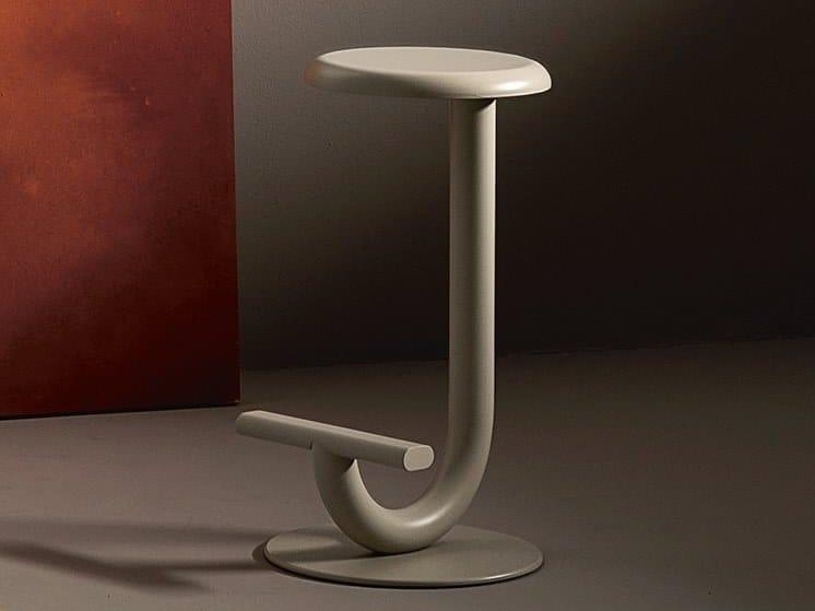 High plate garden stool STRONG | Garden stool by Desalto