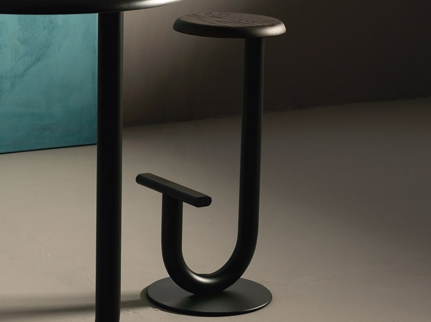 High stool with footrest STRONG | High stool by Desalto