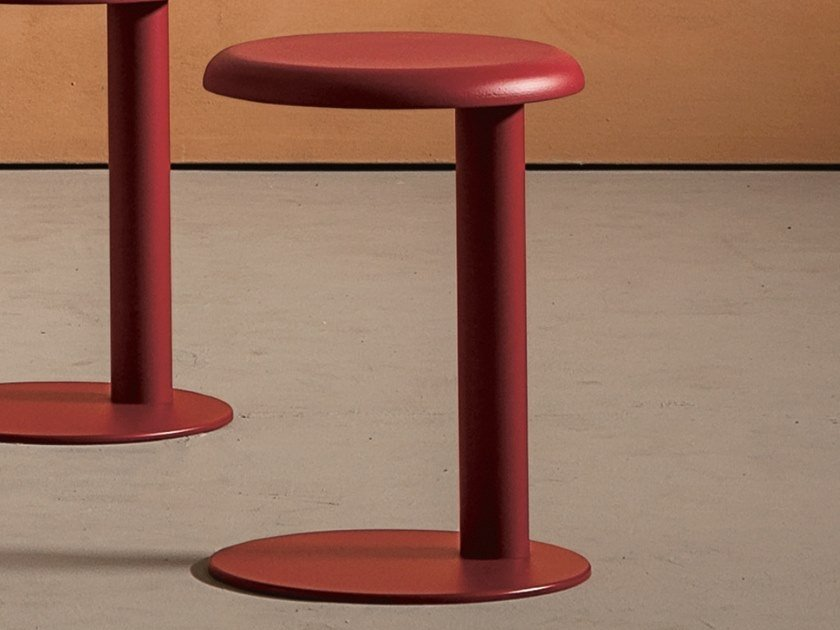 Low trestle-based steel stool STRONG | Low stool by Desalto