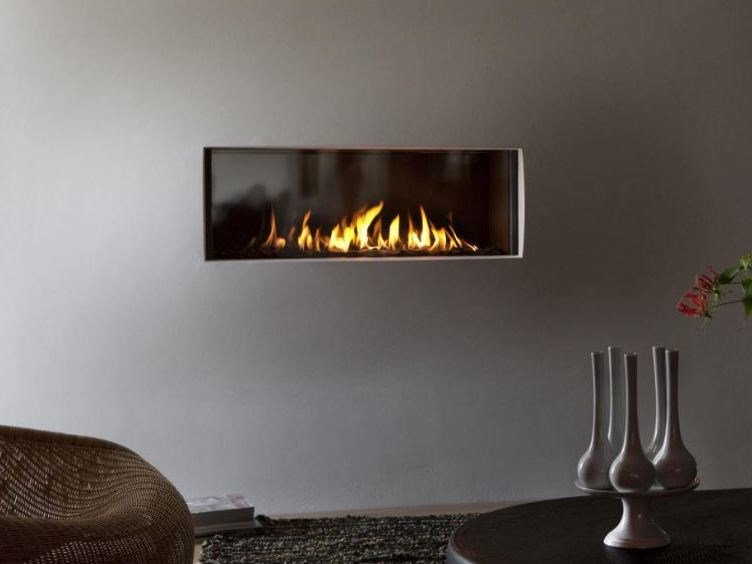 Closed wall-mounted fireplace with panoramic glass STÛV B-100 | Closed fireplace by Stûv