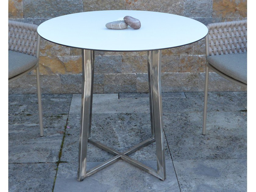 Round laminate garden table SUITE | Round table by FISCHER MÖBEL
