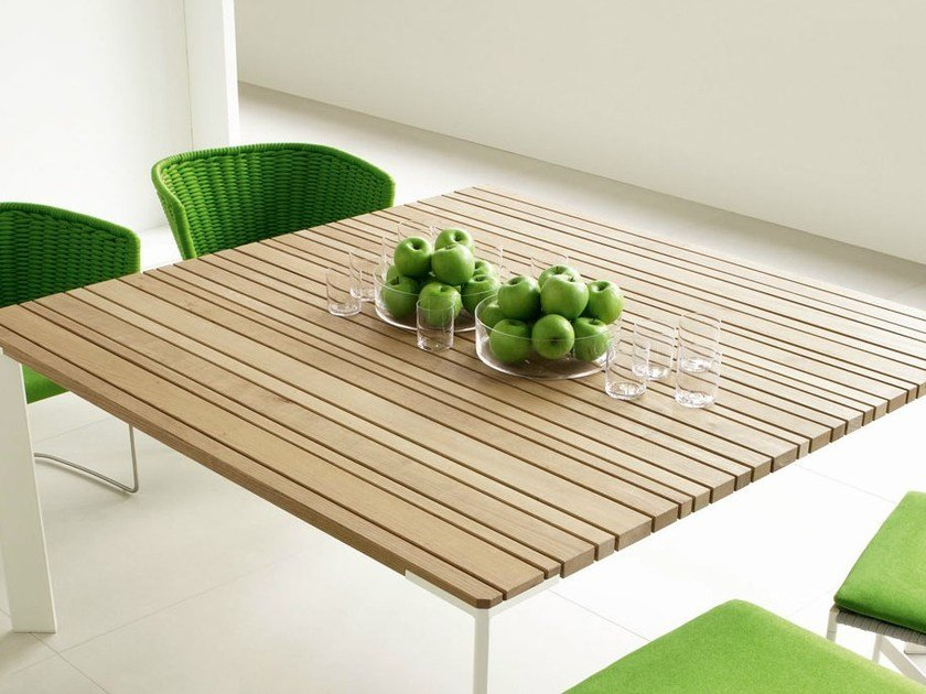 Square wooden garden table SUNSET | Square table by paola lenti