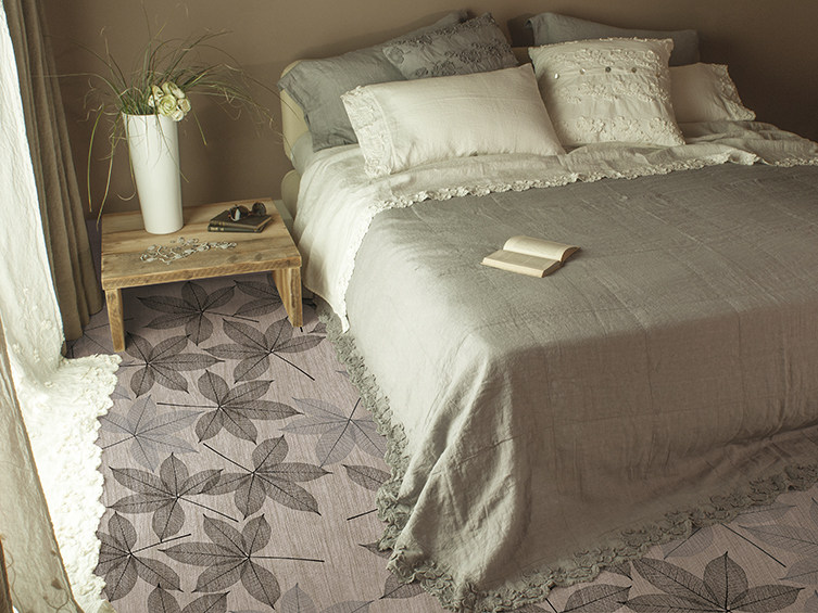 Floor wallpaper with floral pattern SWEET NOVEMBER by Inkiostro Bianco