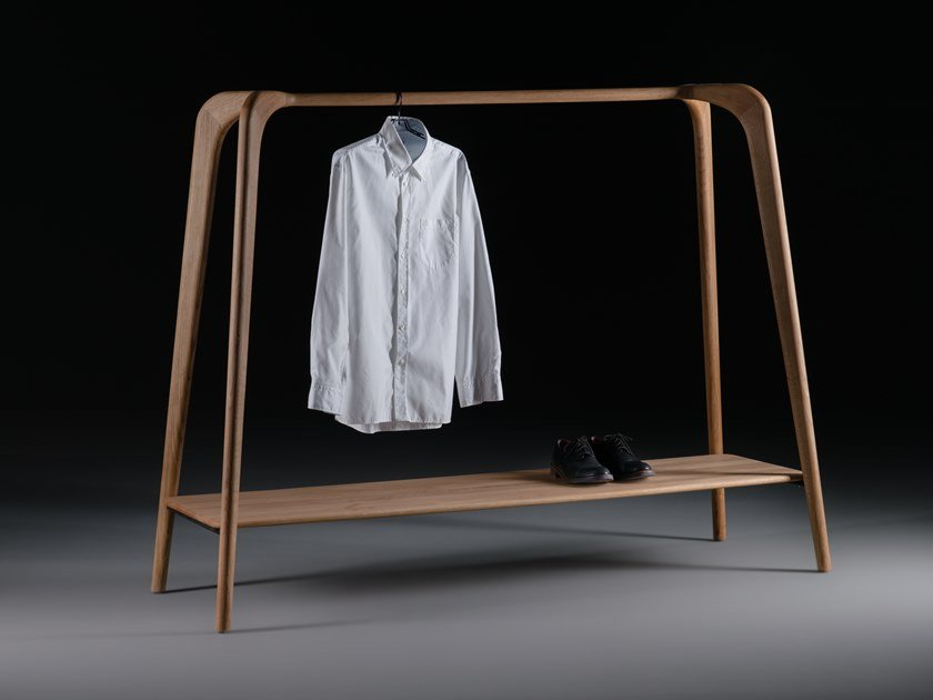 Solid wood coat stand SWING by Artisan