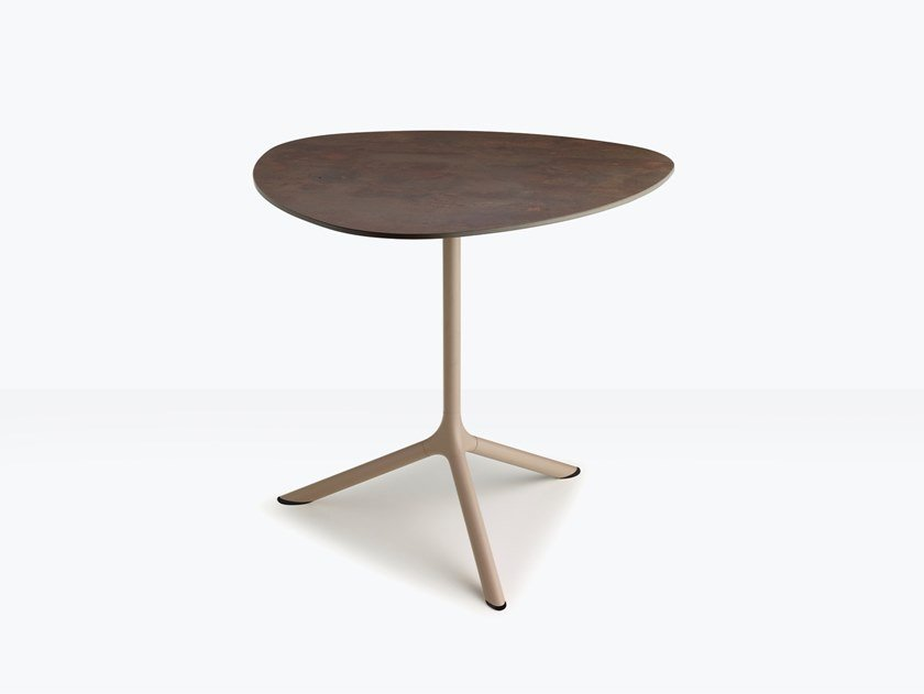 Steel table with 3-star base TRIPÉ | Table by SCAB DESIGN