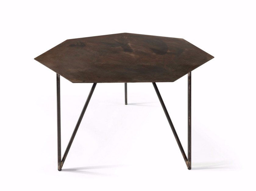 Low lacquered iron coffee table TERRA | Coffee table by Atipico