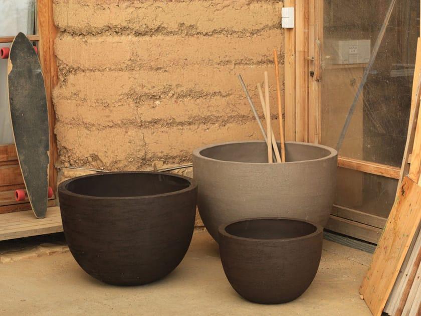 Terracotta garden vase TEXEL by Domani