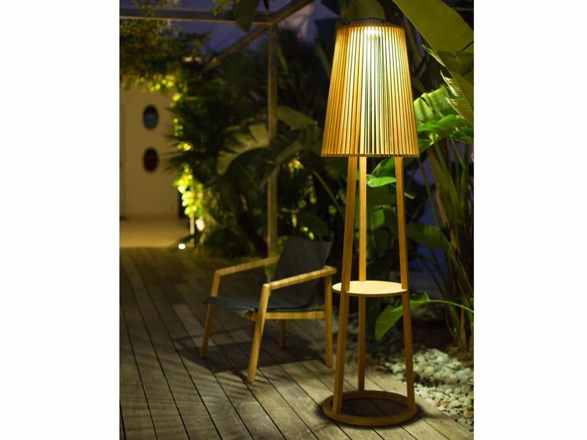 Lampada da terra per esterno in teak TINKA | Lampada da terra per esterno by Les jardins