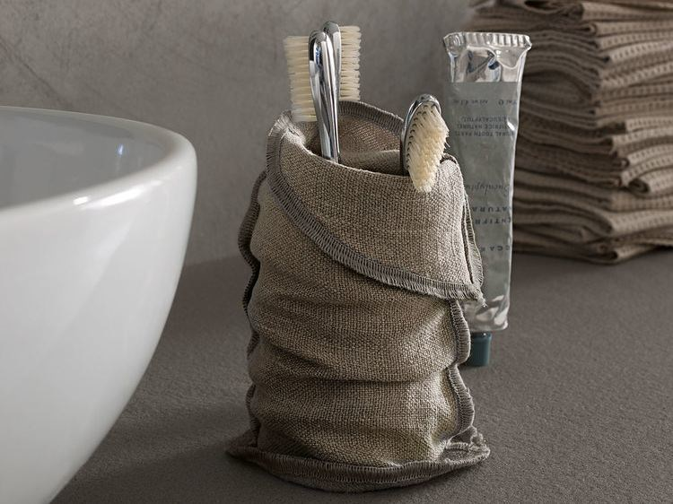 Contemporary style linen toothbrush holder Toothbrush holder by Arcom