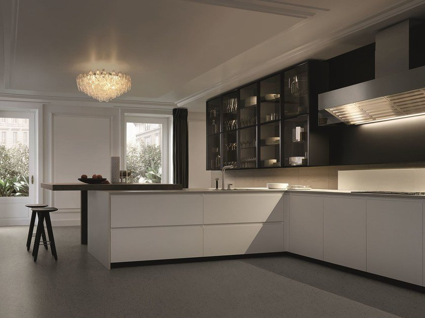Lacquered kitchen with integrated handles with peninsula TRAIL by Varenna by Poliform