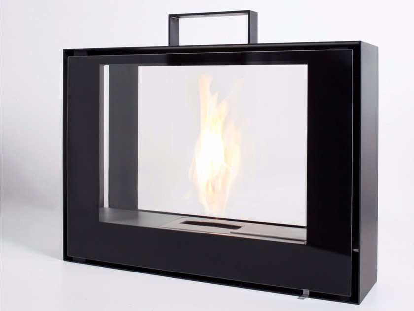 Freestanding bioethanol fireplace with panoramic glass TRAVELMATE by conmoto