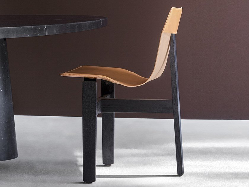 Chair with a solid oak frame and leather seat TRE3 by Agapecasa