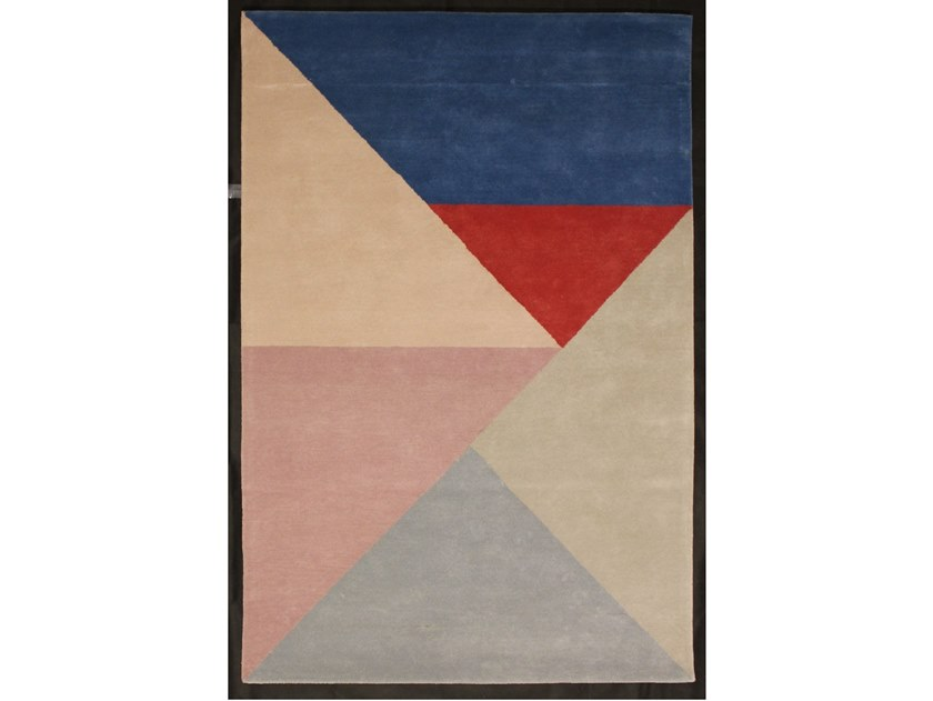 Handmade rug in New Zealand wool TRIANGLES by Sirecom Tappeti