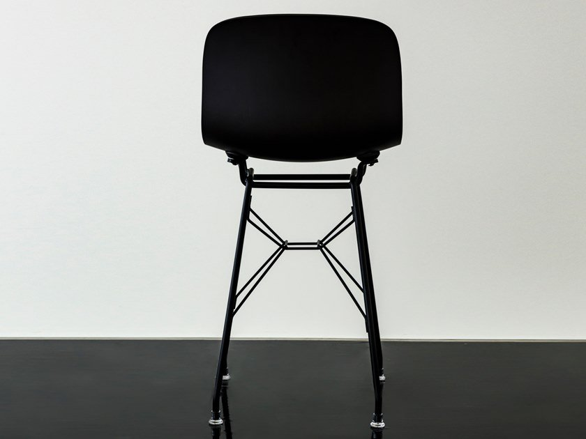 Low polypropylene stool with back TROY | Low stool by Magis