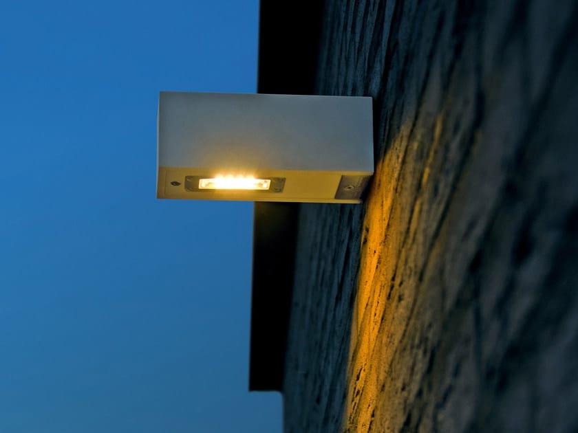 Lampada da parete per esterno a luce diretta in Corian® TWIN WALL by Royal Botania