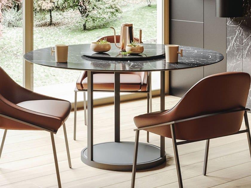Tavolo rotondo con base in metallo e piano in ceramica TWIRL by Ronda Design