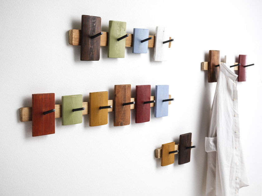 Wall-mounted spruce coat rack UBU by Vontree