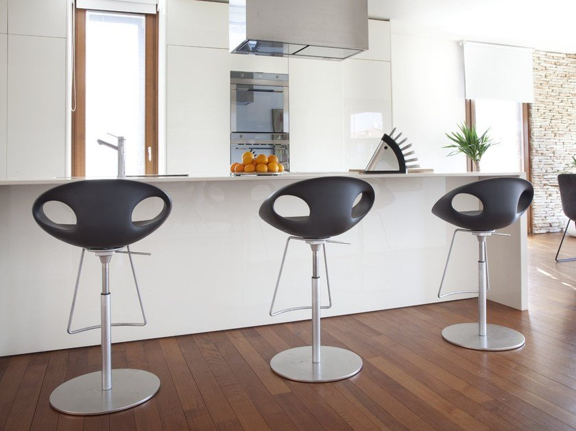 Swivel polyurethane stool with back UP | Height-adjustable stool by Tonon