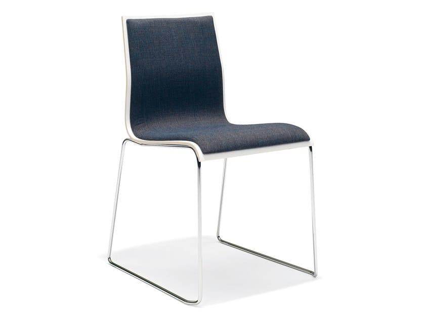 Gepolsterter stapelbarer Konferenzstuhl aus Melamin mit Kufengestell NOA I | Gepolsterter Konferenzstuhl by Casala