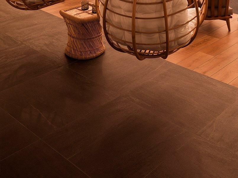 Wall/floor tiles with concrete effect URBAN BLACK by Venis