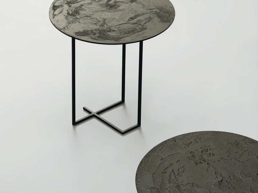 Round metal side table URUSHI | Side table by da a
