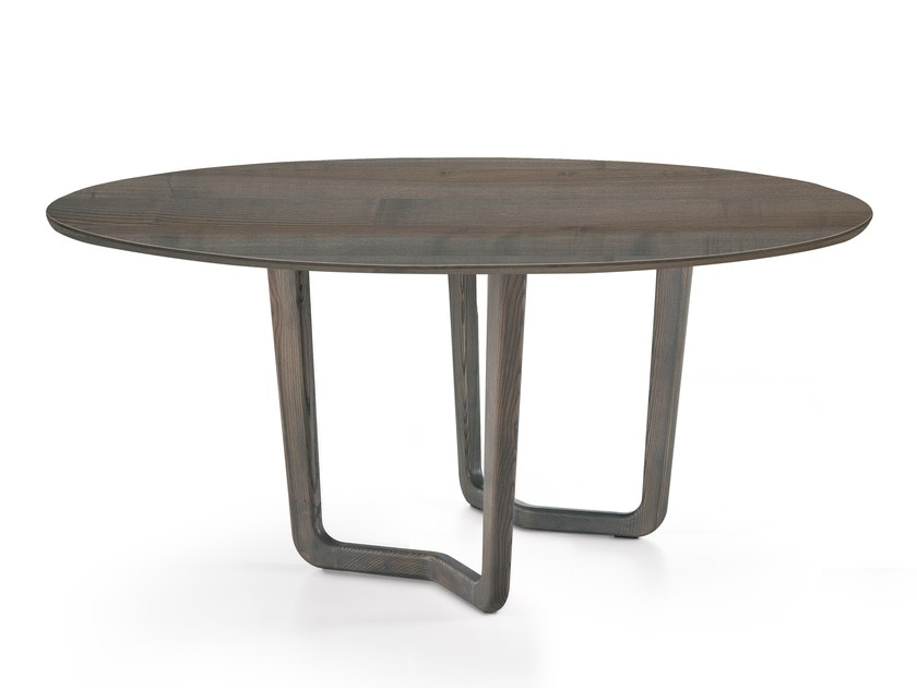 Round solid wood dining table VENTO | Round table by Oliver B.