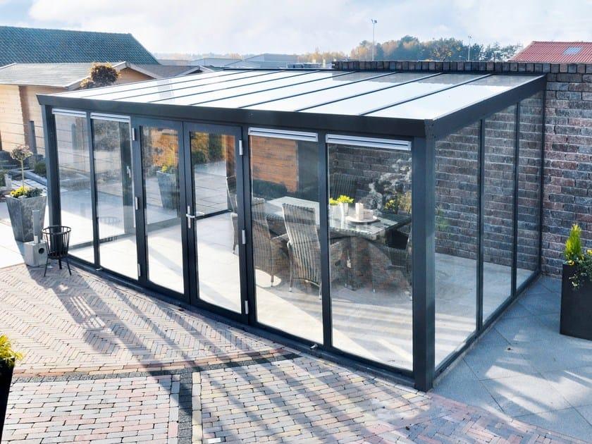 Gardenroom with double door by gardendreams