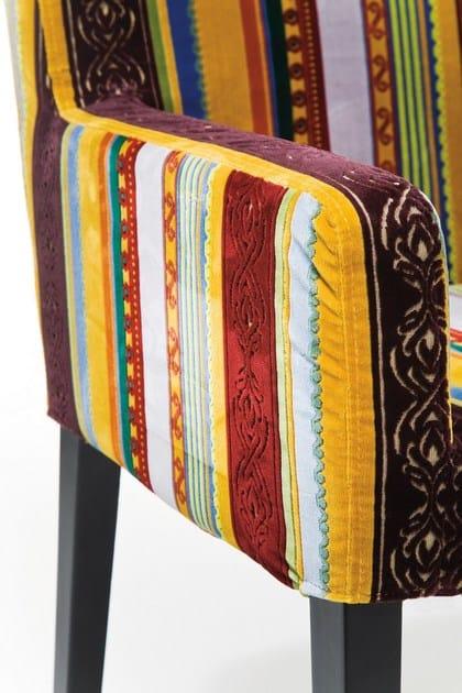 design Con Kare Imbottita Very BritishPoltroncina In Tessuto Braccioli 1JcTlFK3