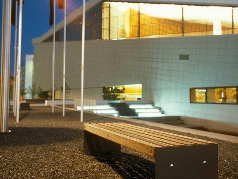 Panchina modulare in acciaio e legno con illuminazione integrata