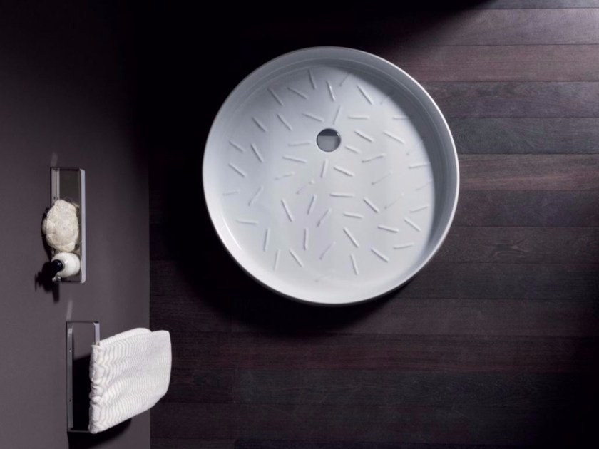 Round ceramic shower tray VICTORIA by Nic Design