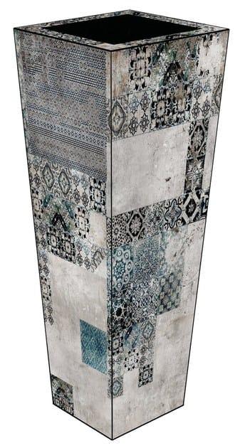Glass-fibre vase VM-01F by MOMENTI